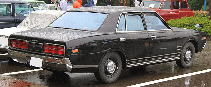 800px-1971_Nissan_Cedric_2000_Deluxe_rear.jpg