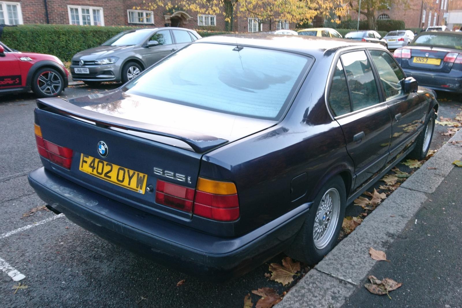 1988 BMW 525i SE auto Nov 2010.JPG
