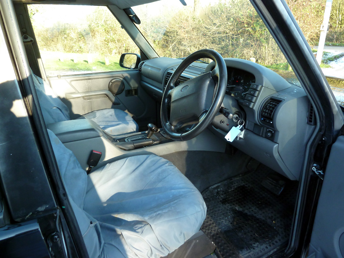 LR08 Discovery interior front.jpg