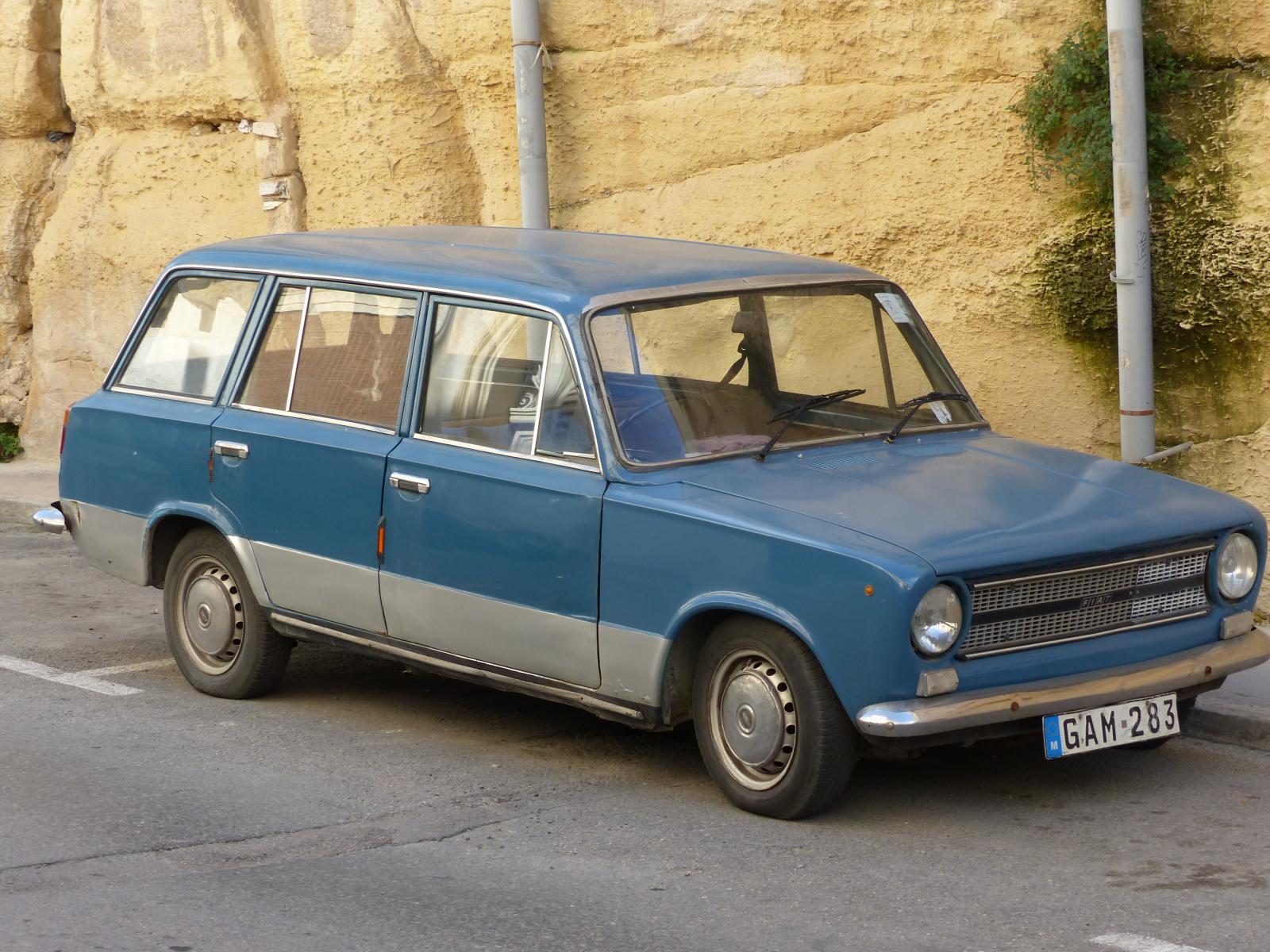 Fiat124_1.JPG