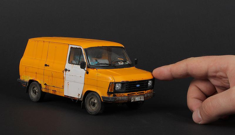 Italeri 1-24 Ford Transit 1.jpg