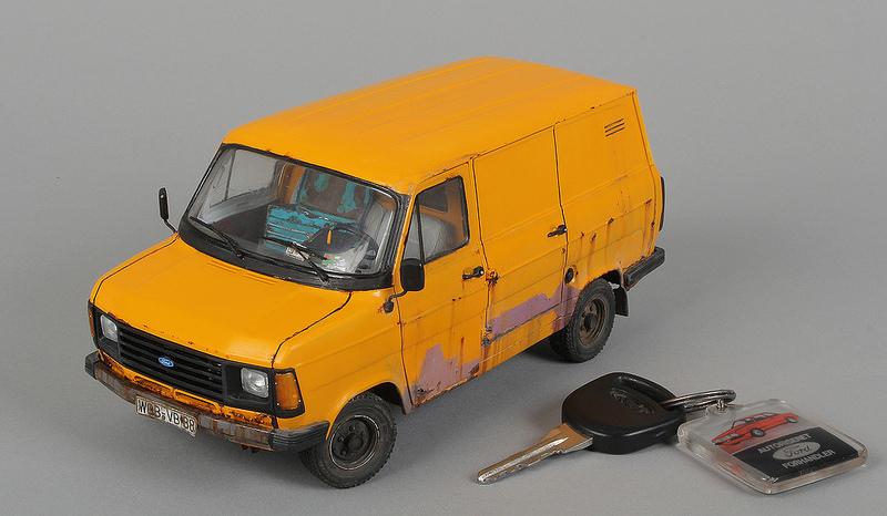 Italeri 1-24 Ford Transit.jpg