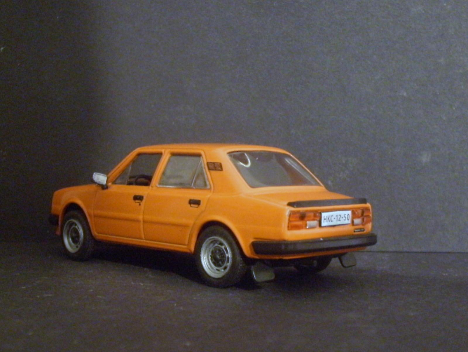 DeAgostini Skoda 120L rear.JPG