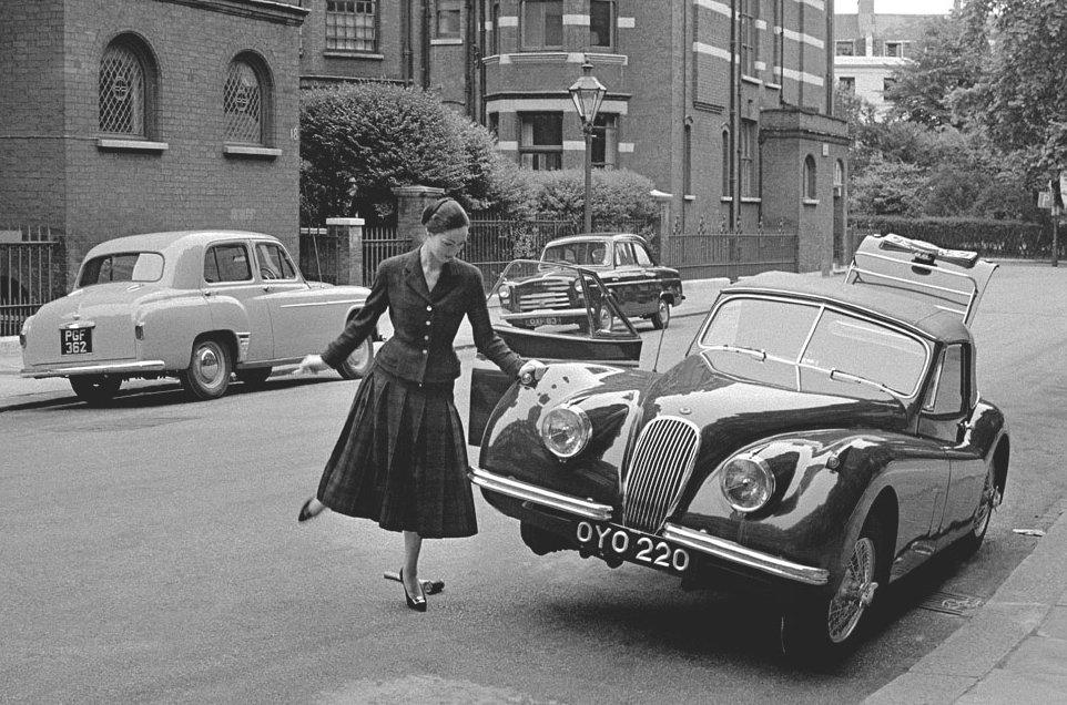 mate-lorenzetti-and-the-jaguar-photo-by-frank-horvat-london-1955.jpg