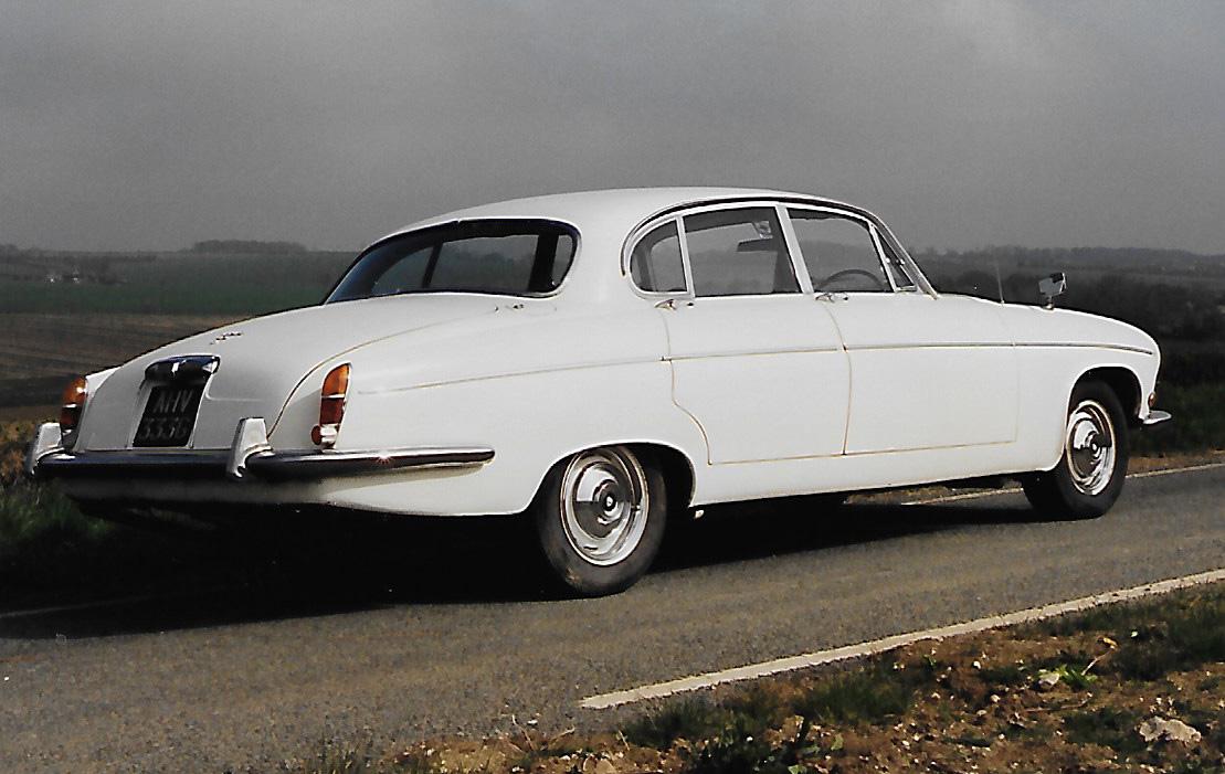 Jaguar 420G white AHV333G.jpg