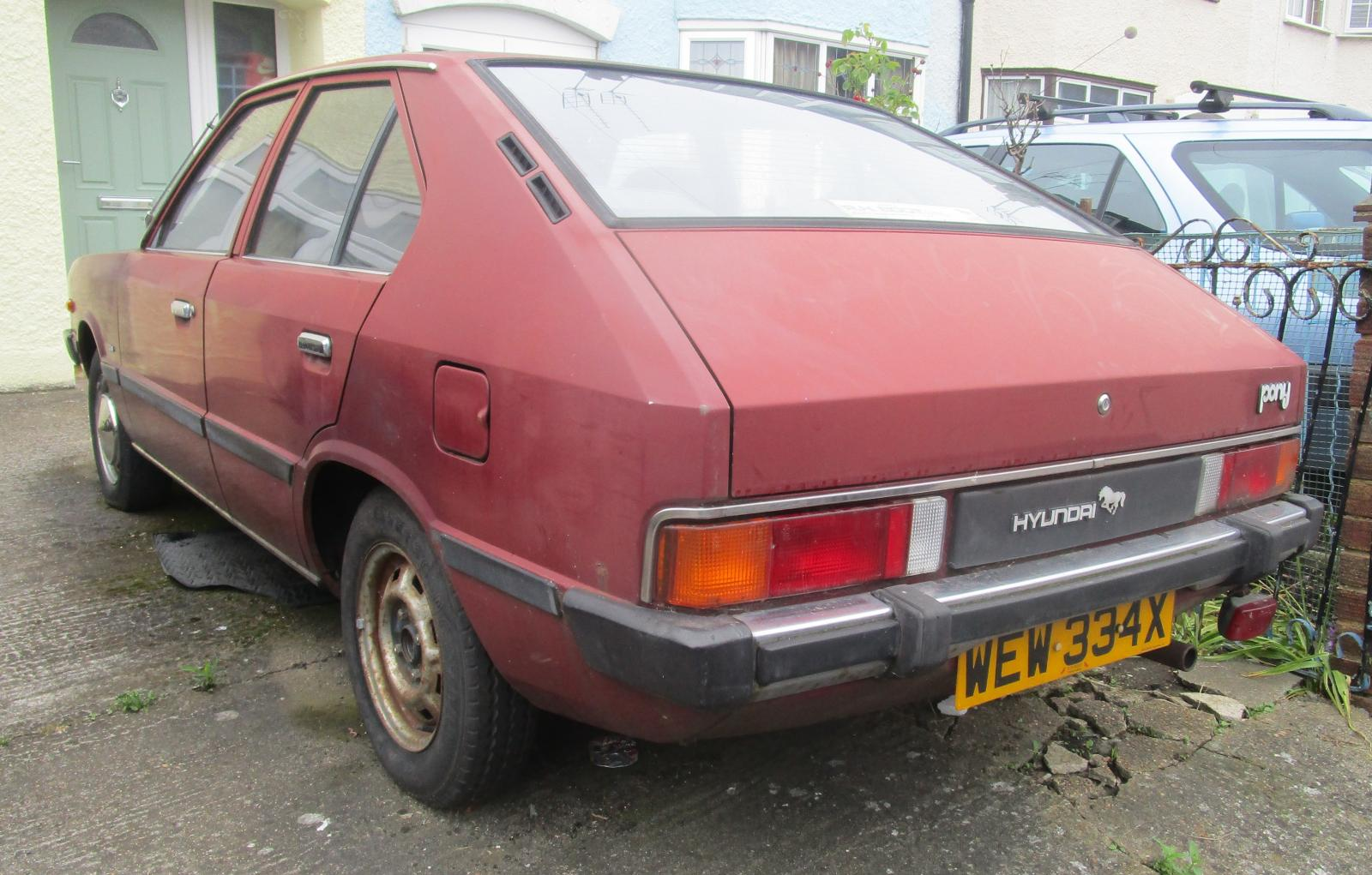 1982 Hyundai Pony GLS 4 door.JPG