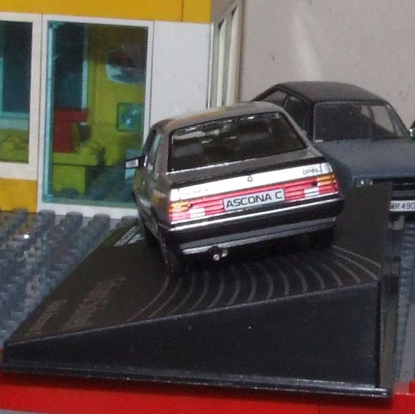 Eaglemoss Opel Ascona C rear.JPG