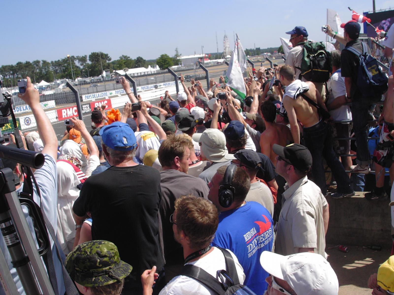 Le mans 2005 finish 01.jpg