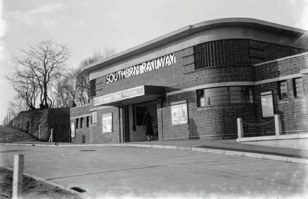 new-railway-station-at-st-marys-cray-kent-10989491.jpg
