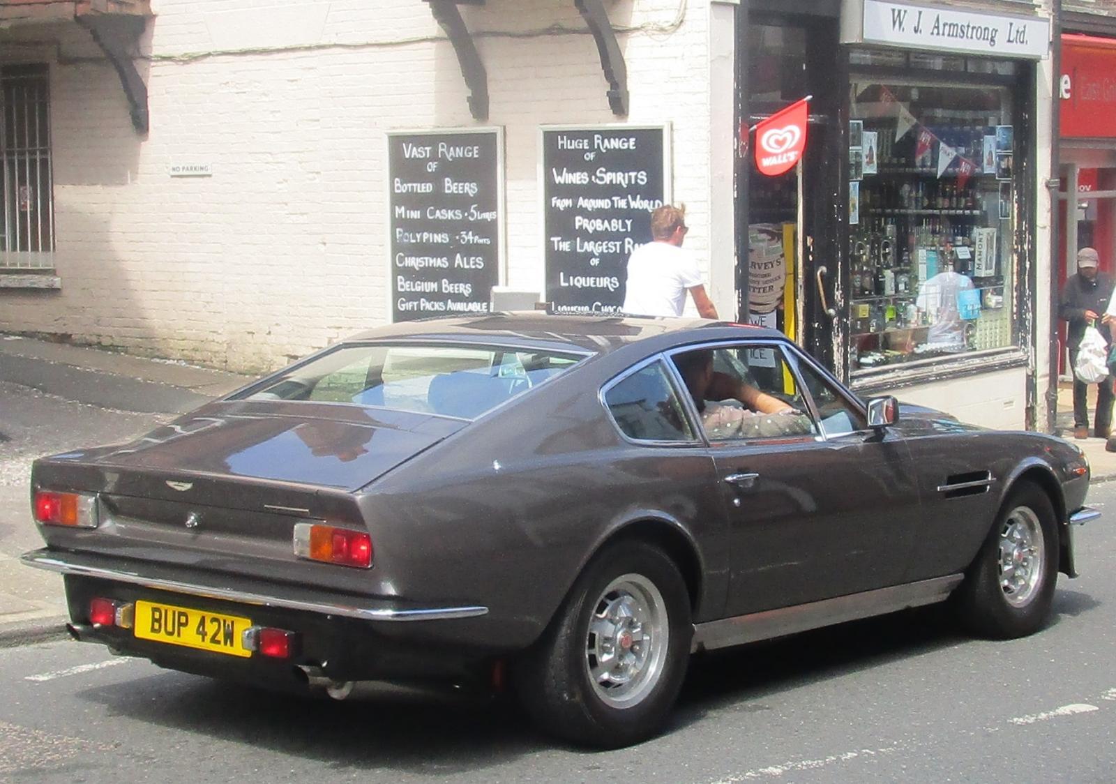 1980 Aston Martin Vantage Mar 2004.JPG