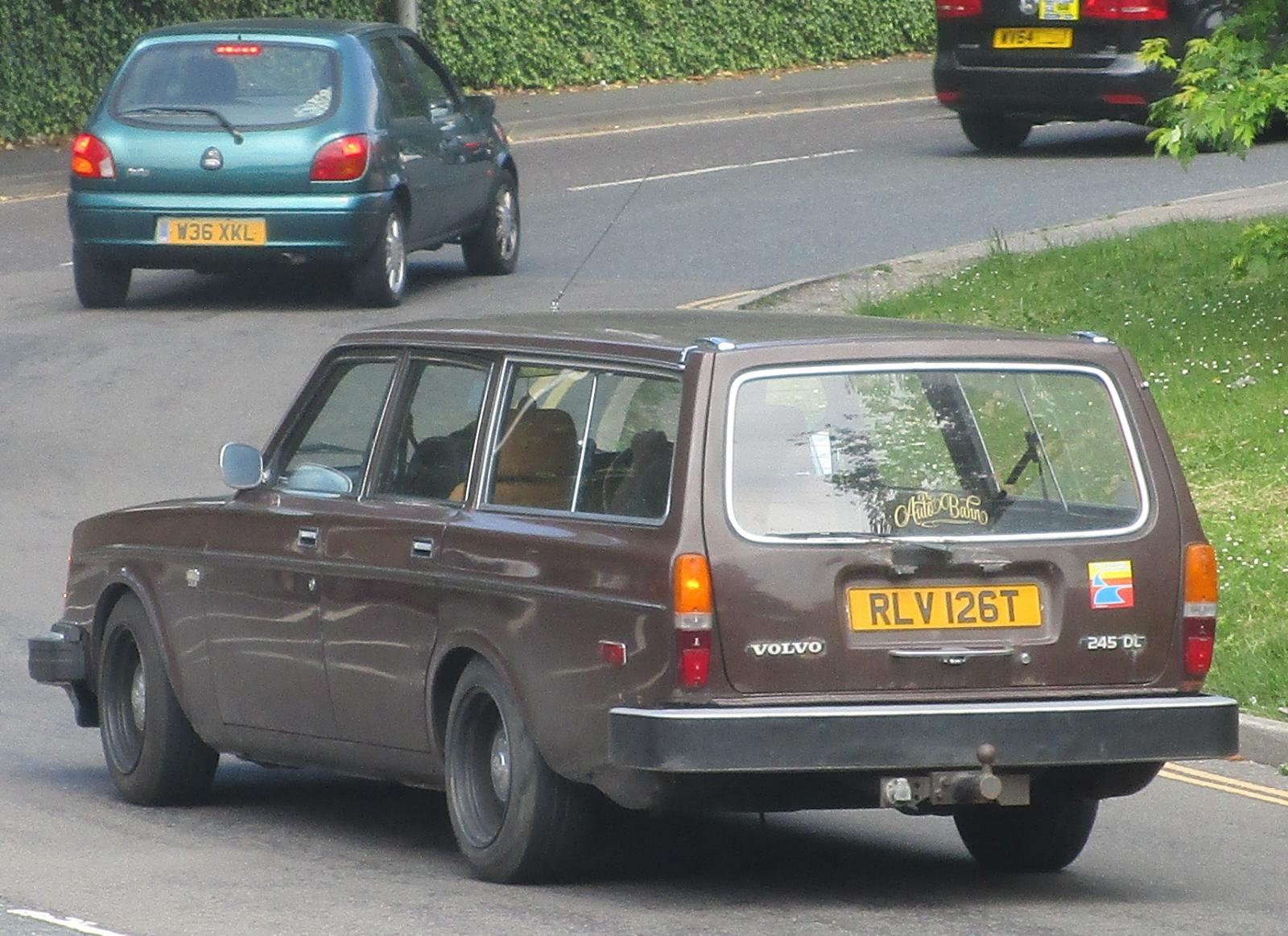 1979 Volvo 245 DL.JPG