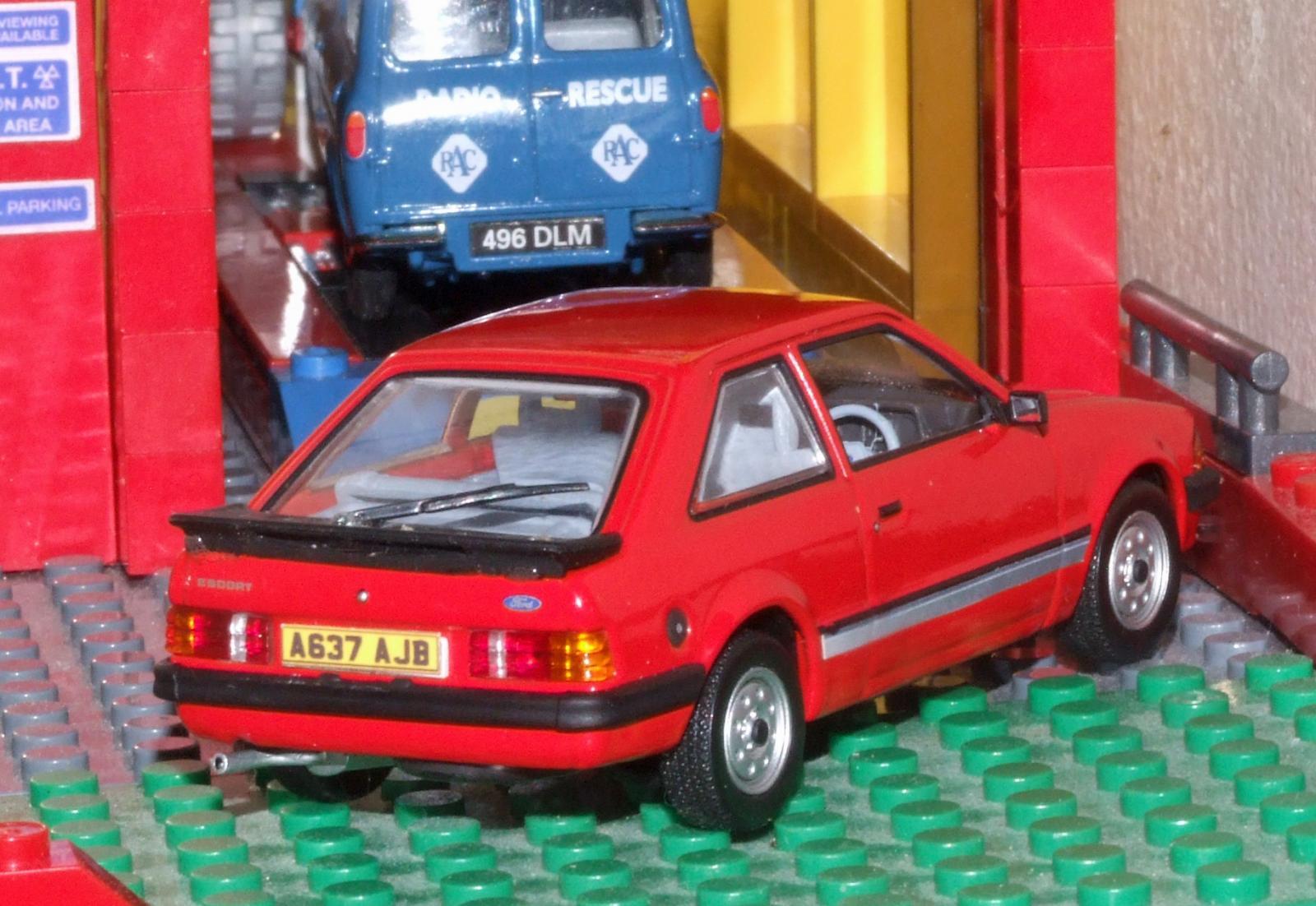 Minichamps Mk3 Ford Escort RHD rear.JPG