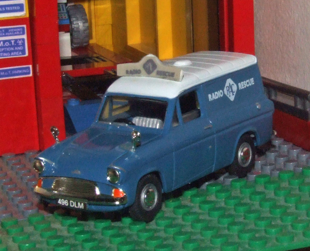 Vanguards RAC Ford Anglia van frt.JPG