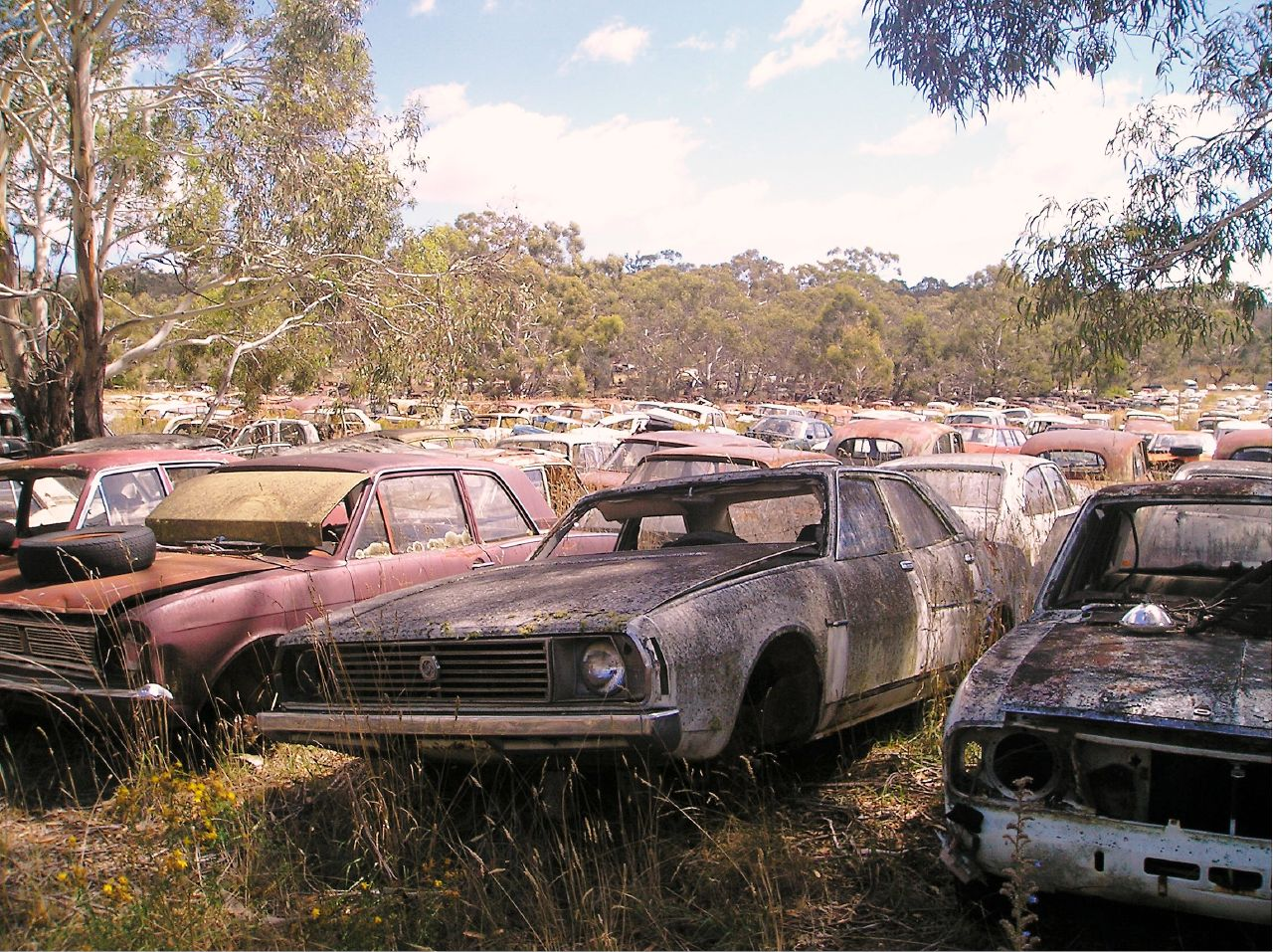 Leyland P76, Flynn's Wrecker's, Cooma NSW.jpg