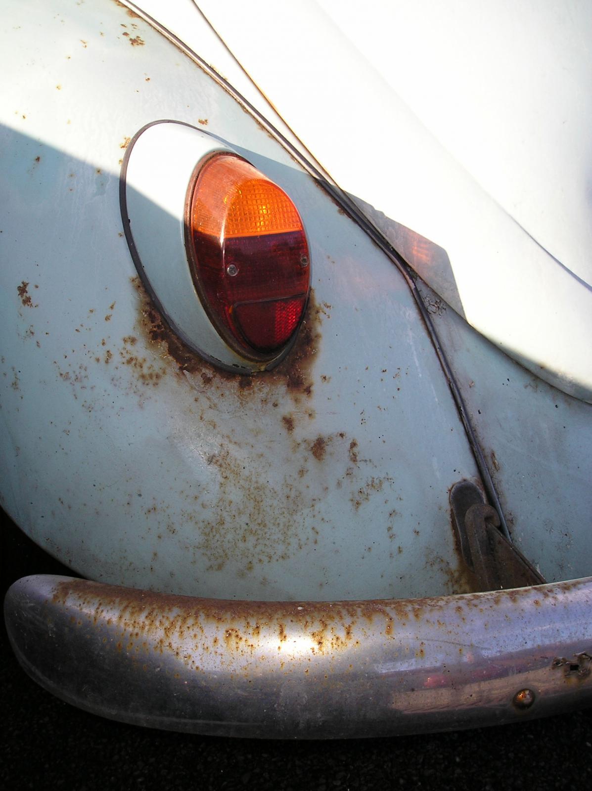 P1180113 Rusty VW, Sussex Uni.JPG