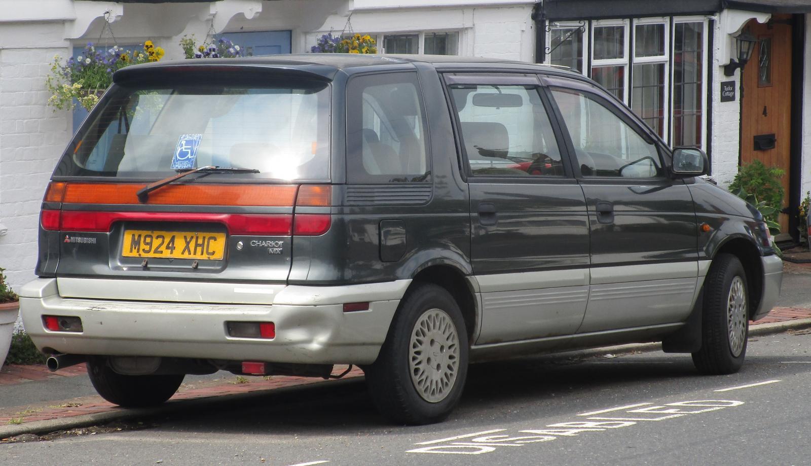 1995 Mitsubishi Chariot.JPG