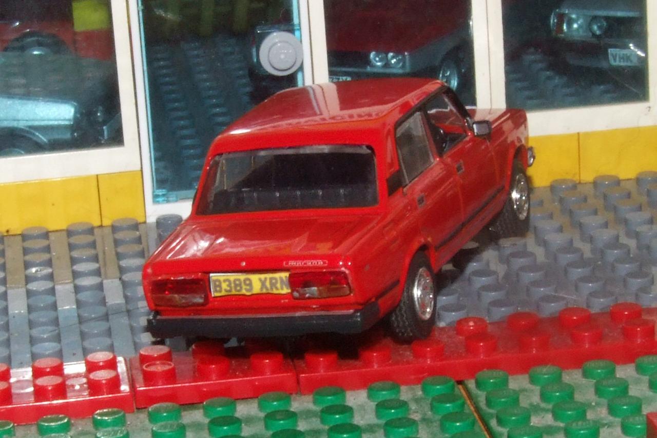 DeAgostini Lada Riva 1500 GLS rear.JPG