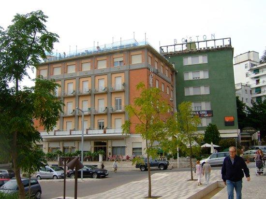 grand-hotel-plaza.jpg