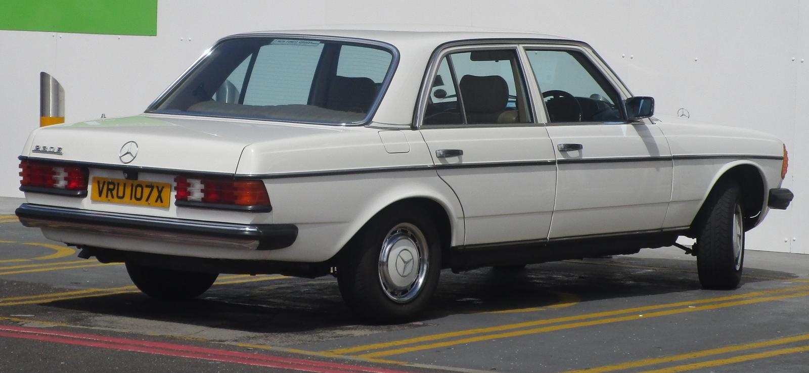 1982 Mercedes-Benz 123 Series 230 E  auto Sep 1987.JPG