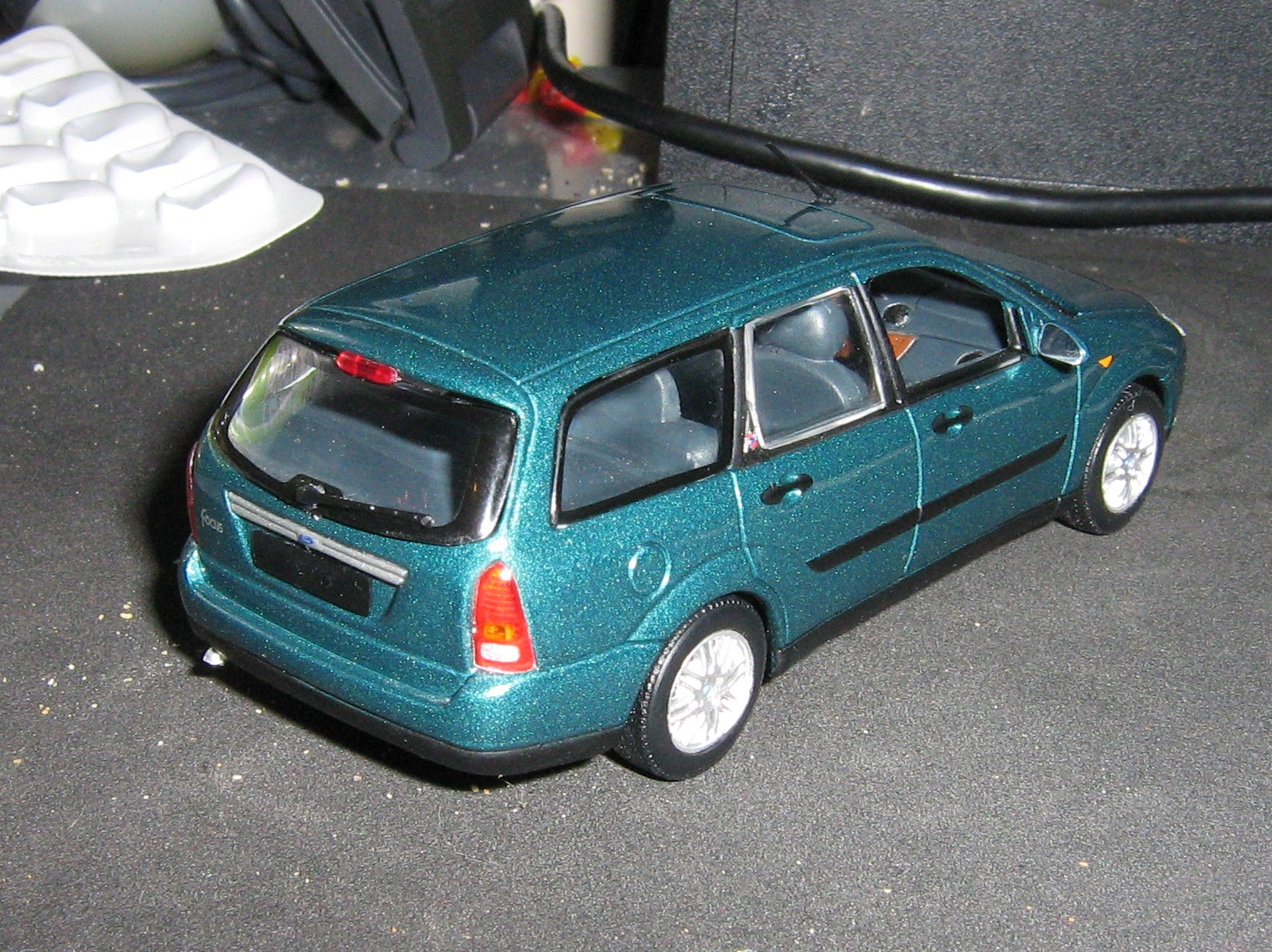 Minichamps Focus estate rear.JPG