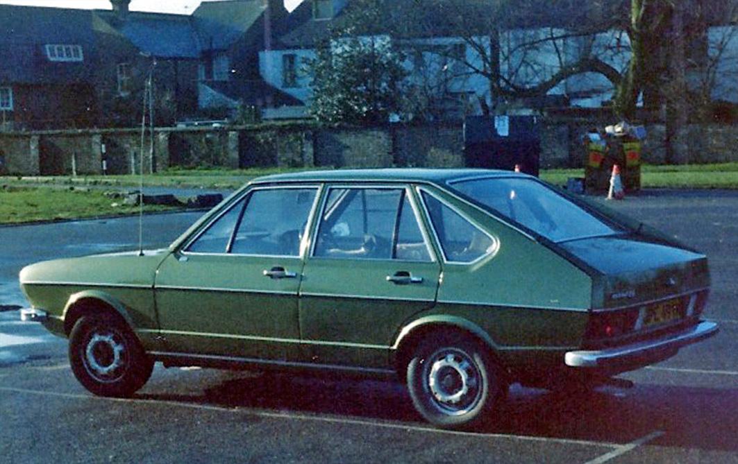 Passat GLS GPE 491N Green rear broad.jpg