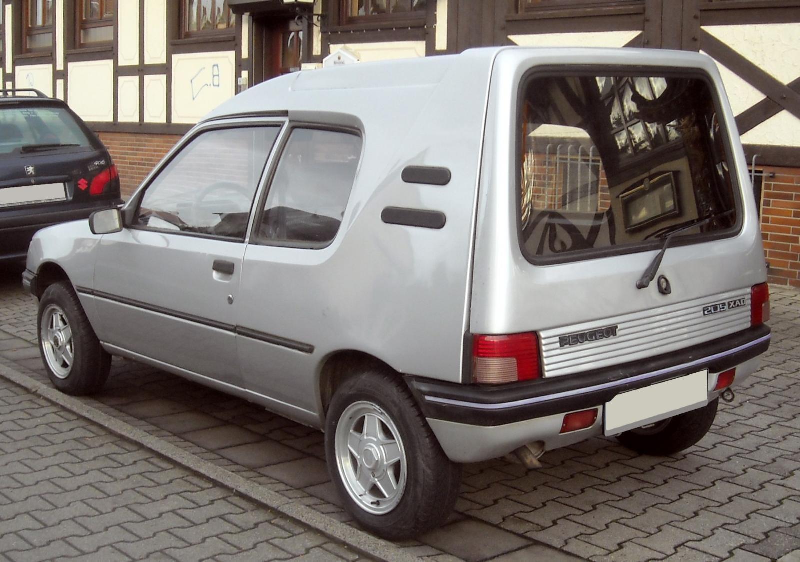 Peugeot_205_XAD_rear_20091113.jpg