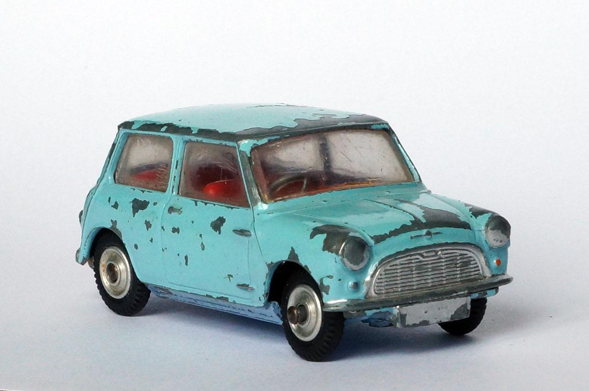 Corgi-Morris-Mini-2-front.jpg