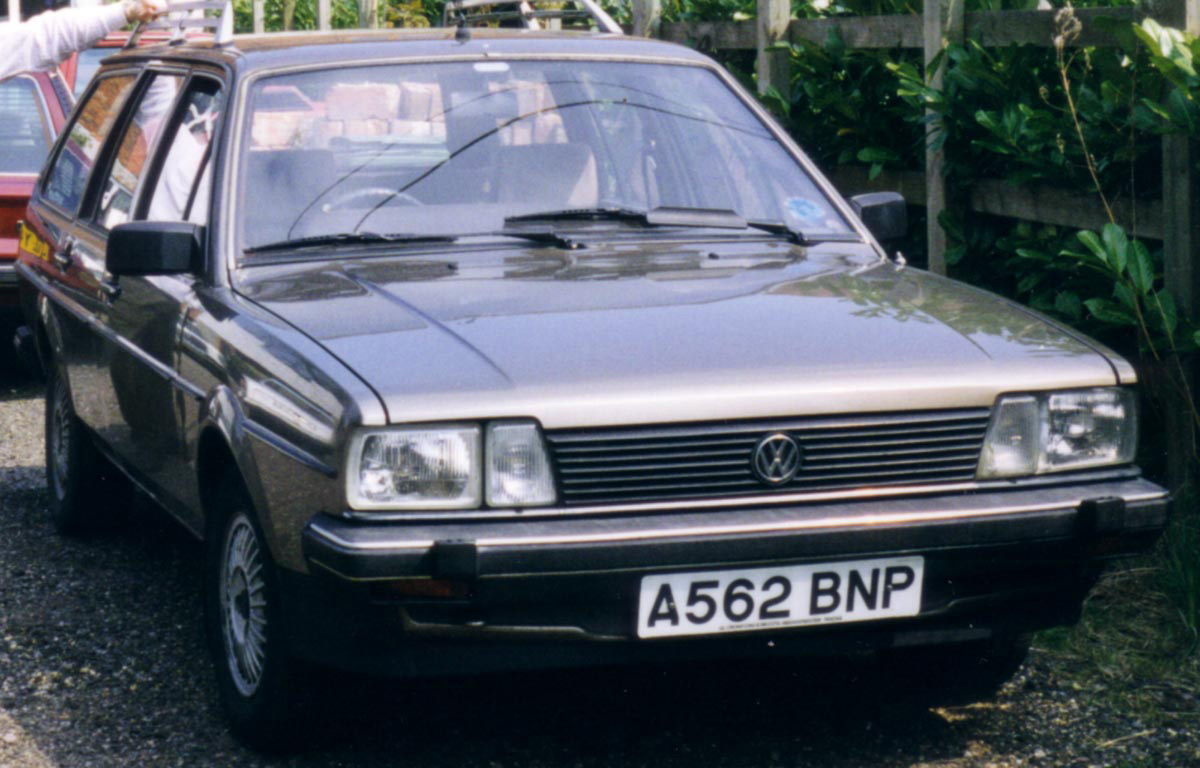 VW Passat Estate A562 BNP.jpg