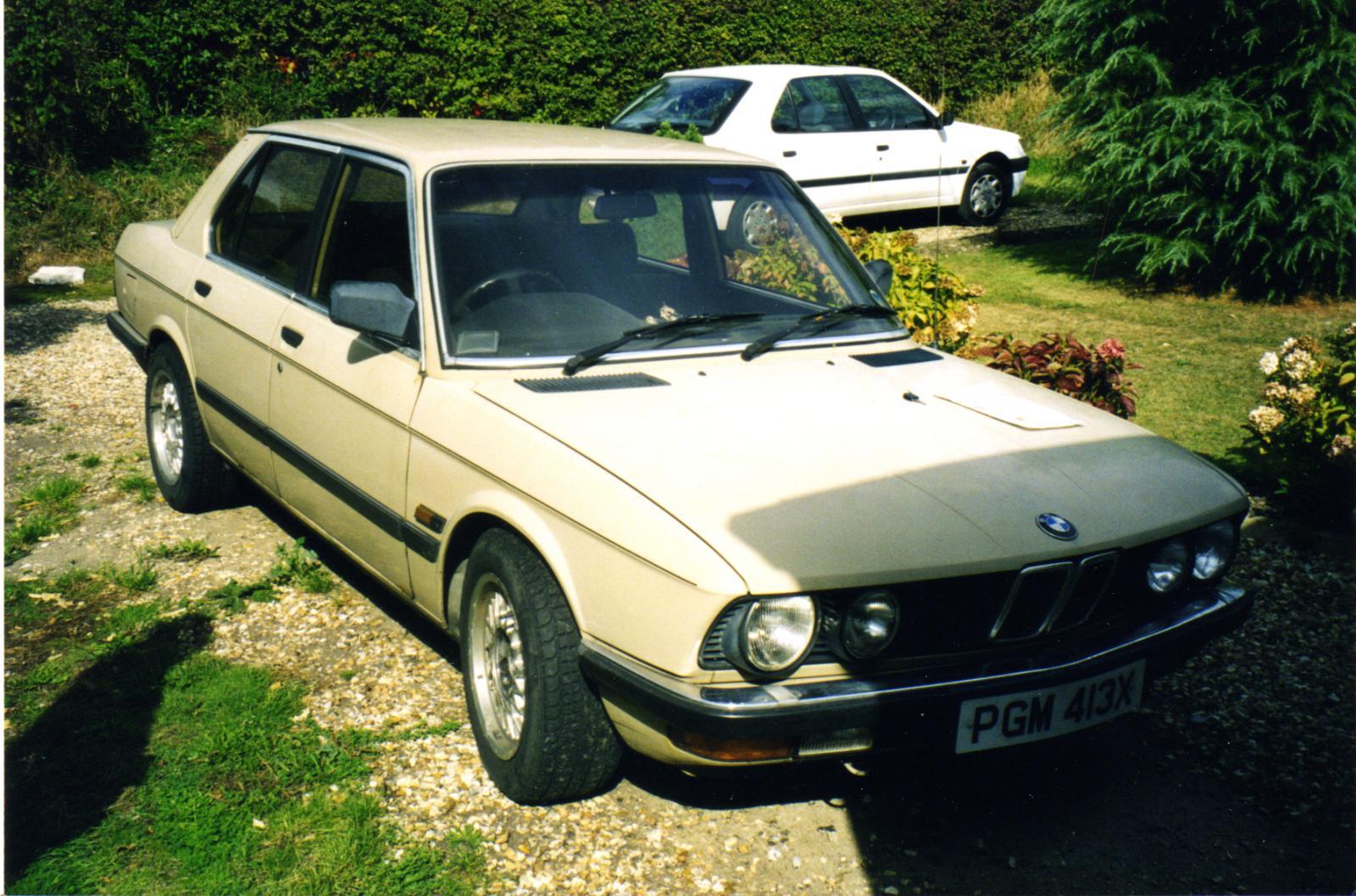 BMW 525i front n-s PGM 413X.jpg