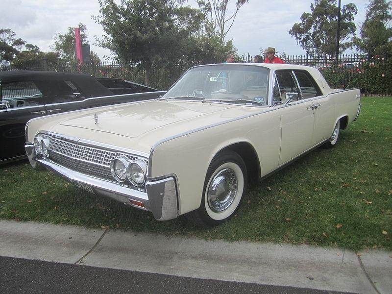 800px-1963_Lincoln_Continental_Sedan.jpg