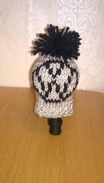 7203632-a-hand-knitted-gear-knob-hat-cover-in-fun-vw-design-0.thumb.jpeg.147571617b1e2d08659f7e2299cf3dc1.jpeg